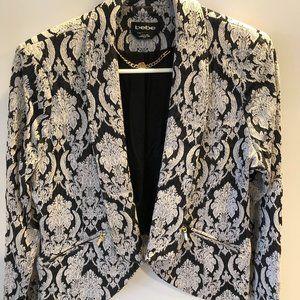 BEBE black & white paisley print short blazer